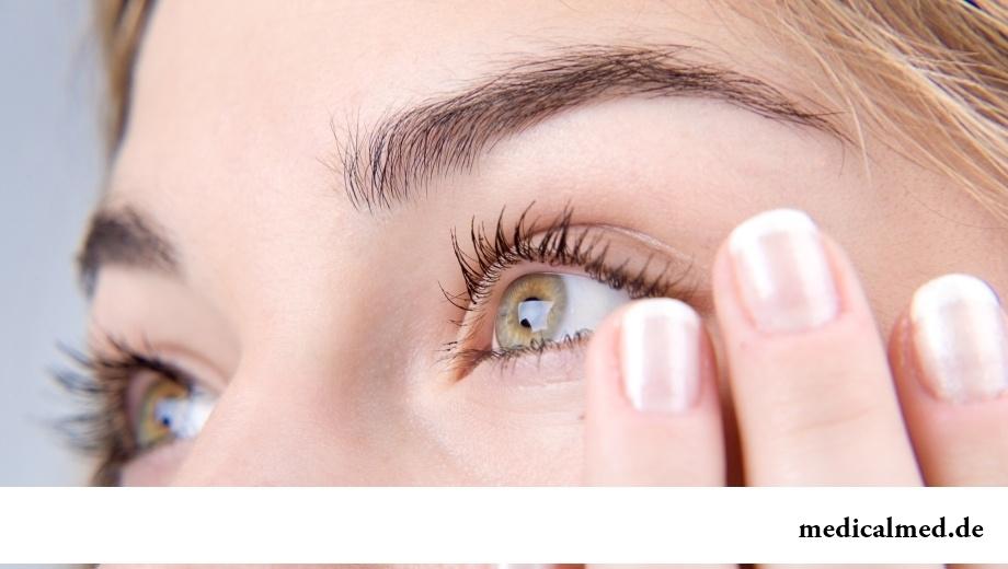 Постоянная припухлость вокруг глаз - следствие задержки жидкости в организме