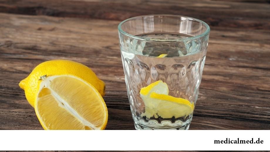 Как взбодриться утром: выпить стакан горячей воды с лимоном