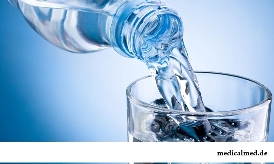 Миф 1: необходимо выпивать 2 литра воды в сутки