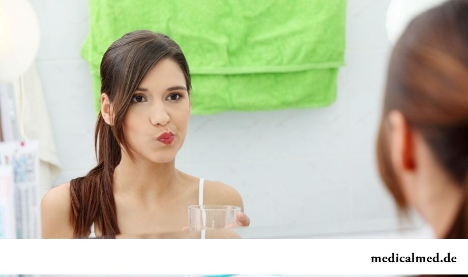 Полоскание рта водой после чистки зубов