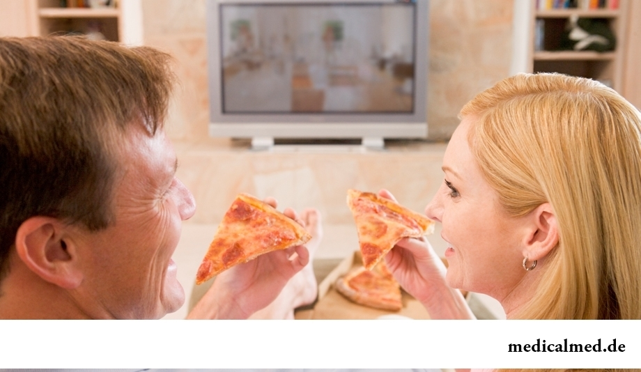 Просмотр телепередач во время трапезы