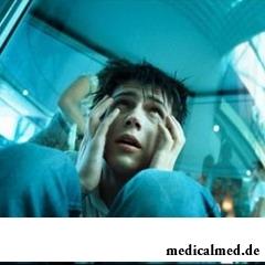 Неконтролируемая паника — один из симптомов агорафобии