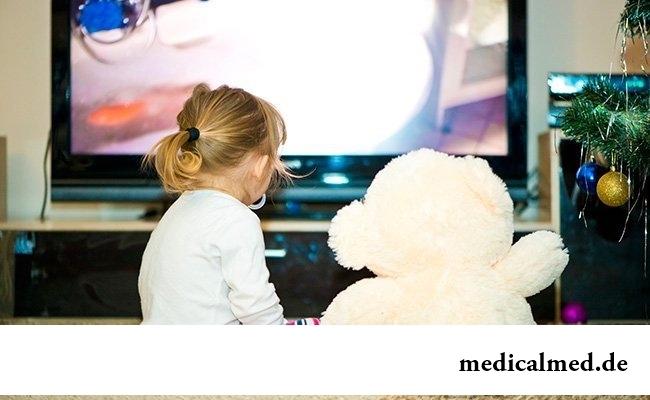 Не разрешайте ребенку долго смотреть телевизор
