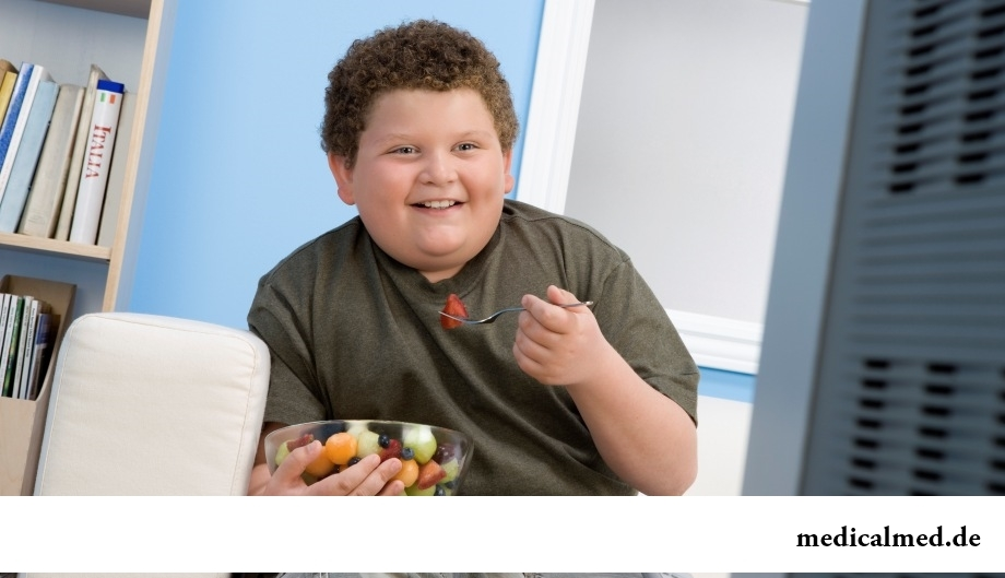 Ожирение – одно из серьезных последствий искусственного вскармливания ребенка