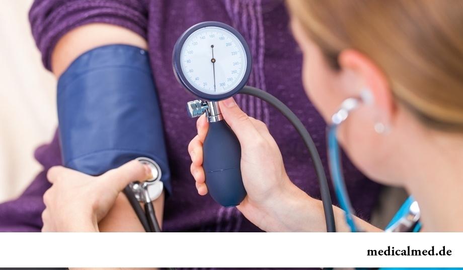 К какому врачу обращаться при боли в грудной клетке?