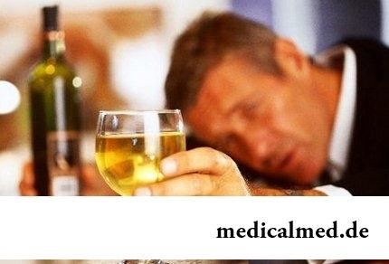 Hat geworfen, das alkoholische Befinden zu trinken