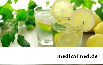 Вода с лимоном: 8 полезных свойств